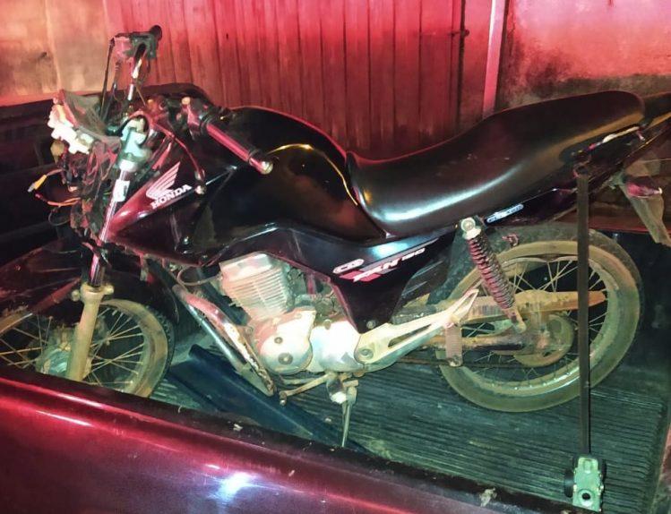 Adolescente é apreendido com motocicleta furtada em Santa Bárbara