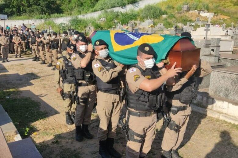 Sob forte comoção, soldado é sepultado em Timóteo
