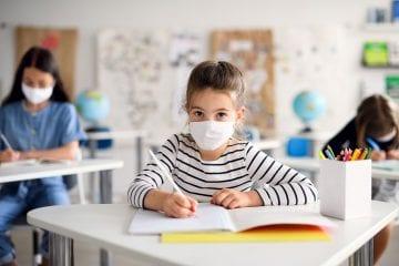 Vacinação: Zema pede prioridade para profissionais da educação