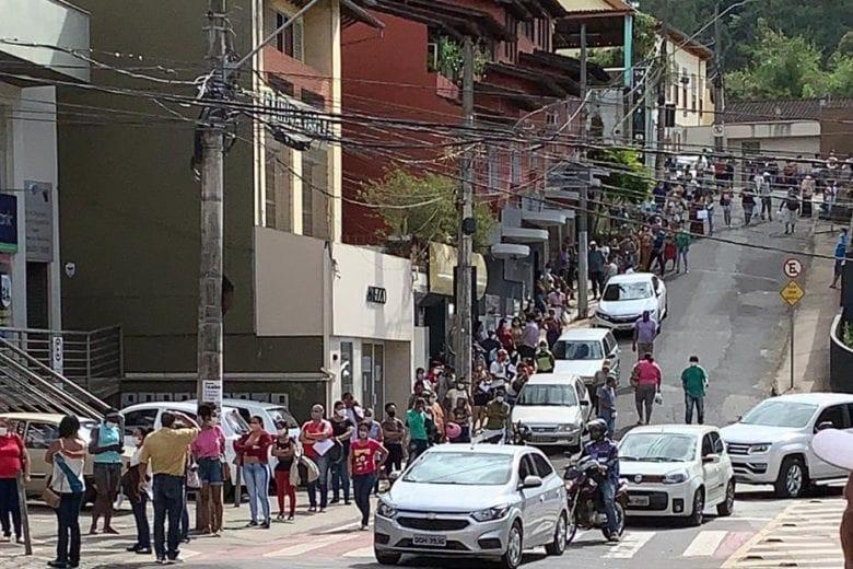 Agência da Caixa em Itabira é multada por aglomeração em fila