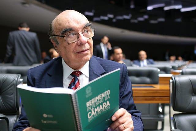 Bonifácio de Andrada, deputado federal por 40 anos, morre de Covid-19