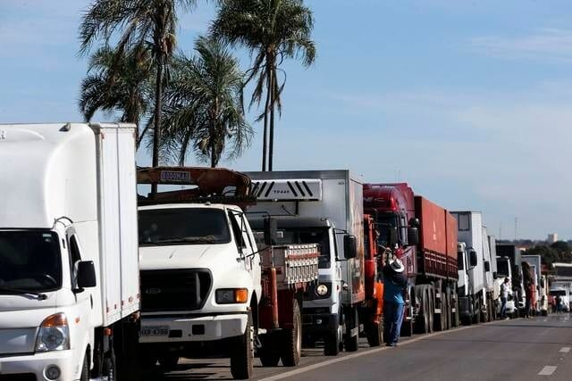 Para não ocorrer greve dos caminhoneiros, Governo pode cortar benefício para pessoas com deficiência