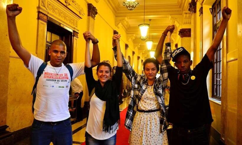 BBB: Luciano Huck quer apoiar 'vaquinha' para Lucas; políticos se solidarizam