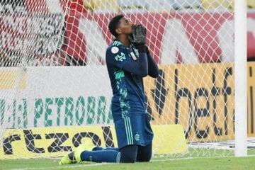 Flamengo é campeão, mas Hugo Souza insiste em pedir desculpas. Isso é normal?