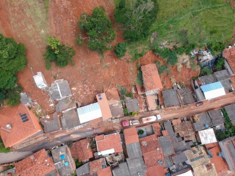 Deslizamentos: Corpo de Bombeiros e Defesa Civil monitoram Santa Maria de Itabira