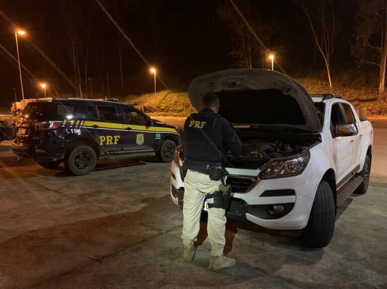 PRF recupera em Monlevade caminhonete roubada na Bahia