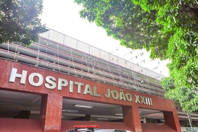 Criança de 4 anos é atacada por pitbull em praça de Belo Horizonte