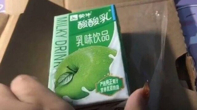 Mulher paga por iPhone 12 e recebe caixinha de leite sabor maçã