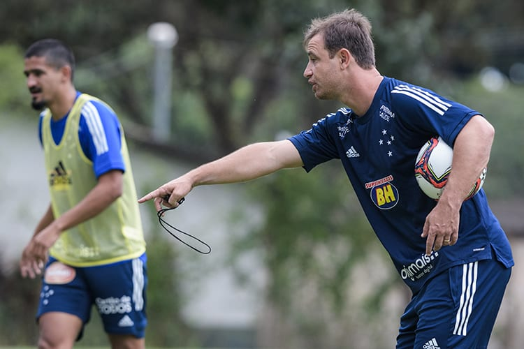 URT x Cruzeiro: veja prováveis escalações para o jogo em Sete Lagoas