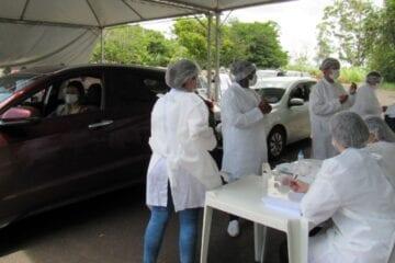 Vacinação continua neste feriado: Itabira imuniza hoje os idosos de 64 anos