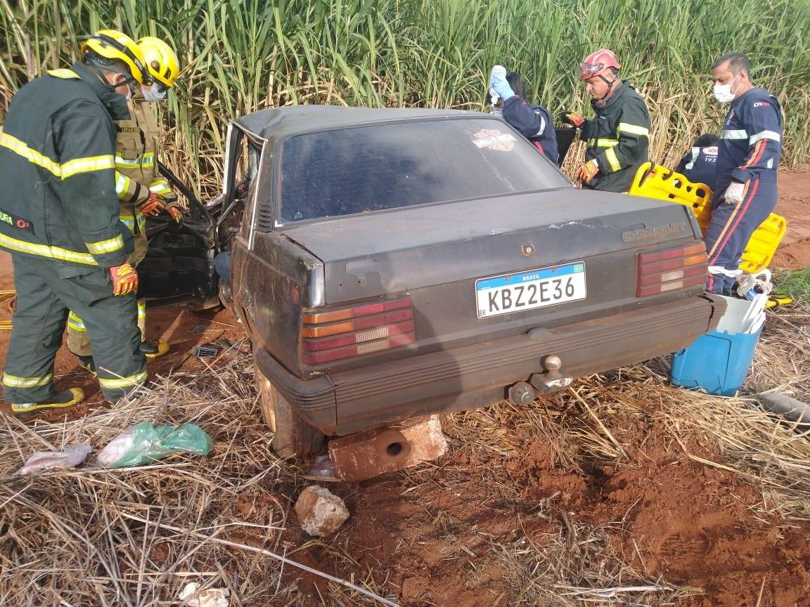 Motorista fica preso às ferragens em acidente na MGC-154