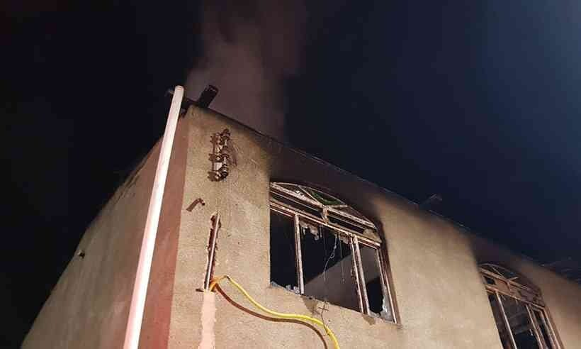 Incêndios em residências deixam três mortos em Minas