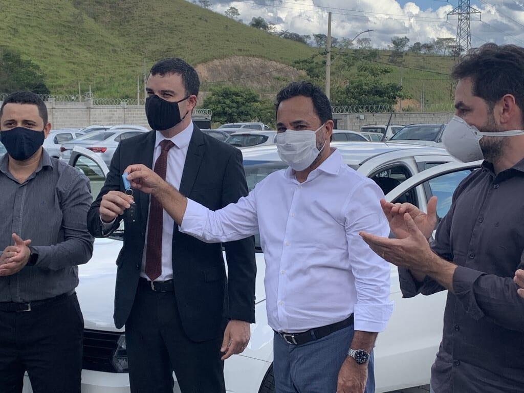 Marco Antônio entrega dois carros à Polícia Civil e afirma que dará pronta resposta à carência da corporação