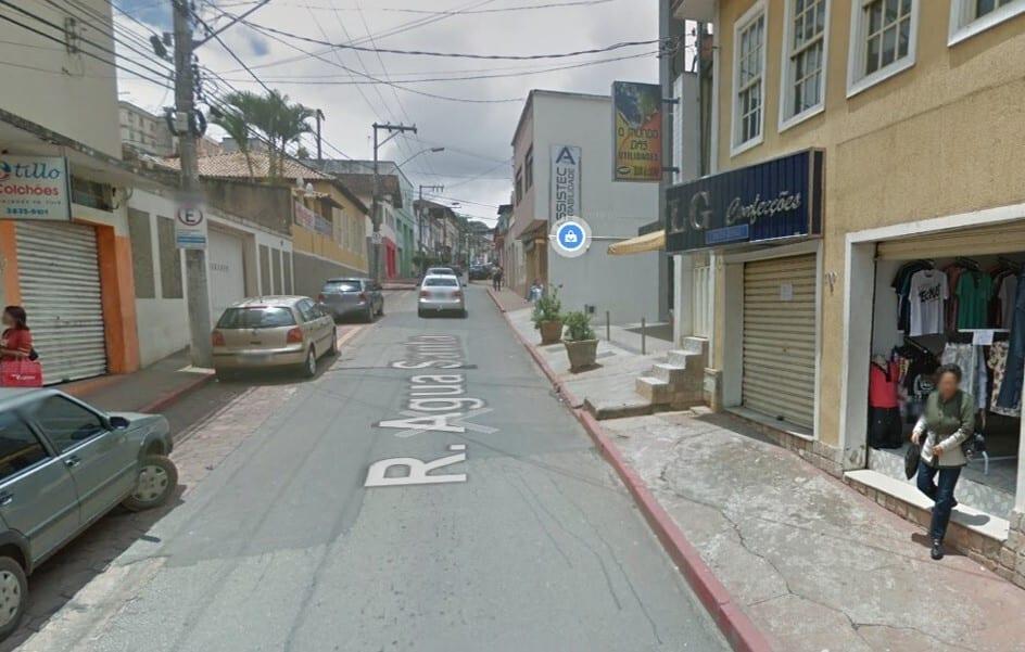 Trânsito interrompido nas ruas Água Santa e Daniel Jardim de Grisolia