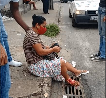 Senhora tem o pé esmagado por ônibus em Monlevade