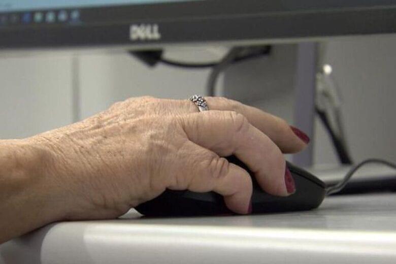 Fórum debate inclusão de idosos no mundo digital