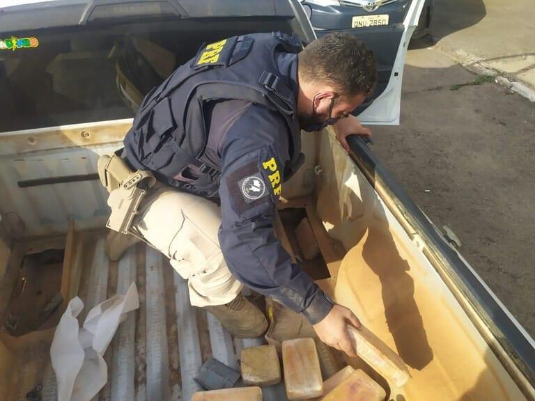 Polícia Rodoviária Federal apreende 15 kg de pasta base de cocaína