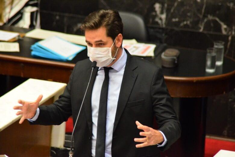 No plenário da ALMG, Bernardo Mucida cobra transparência da Vale