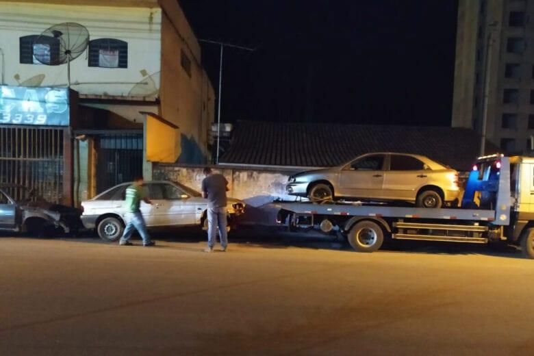 Prefeitura de Monlevade faz operação para retirada de carros abandonados das ruas