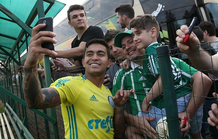 Al Duhail não exerce opção de compra, e Palmeiras oficializa volta de Dudu