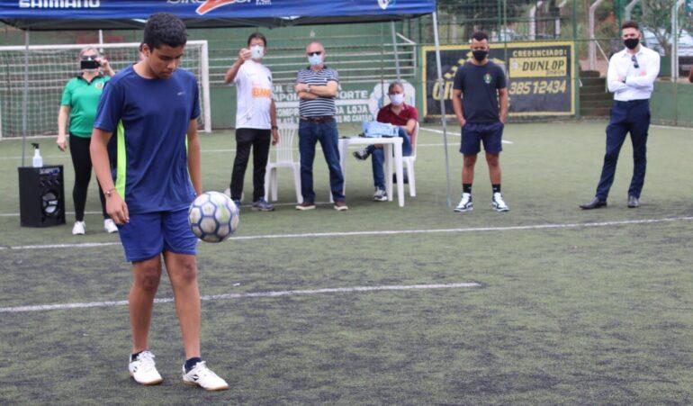 Quinze competidores disputaram final do I Campeonato de Embaixadinhas de Monlevade