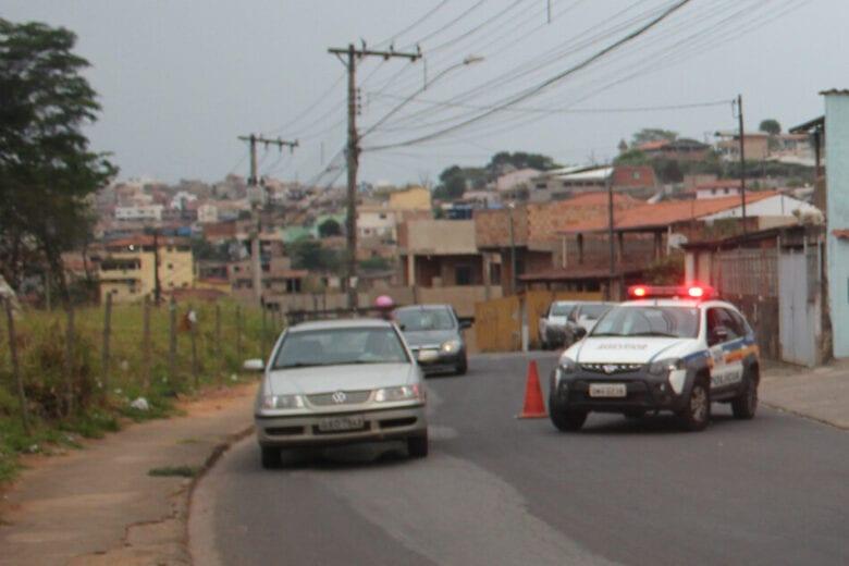 Mulher é assaltada e o carro roubado no Distrito Industrial, em Itabira