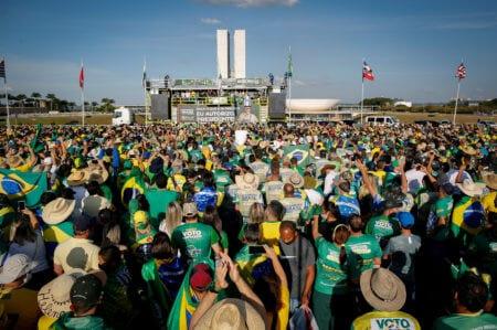 Apoiadores pró-Bolsonaro realizam manifestações em todo o país