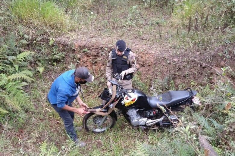 Homem foge da PM e é preso ao tentar registrar furto da motocicleta