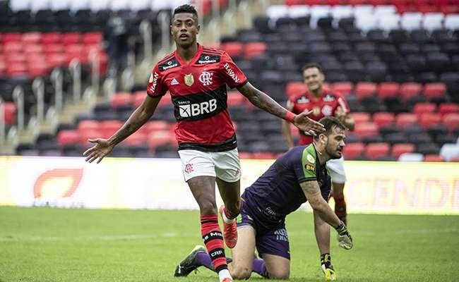 Flamengo domina jogo e América perde a terceira seguida no Brasileirão