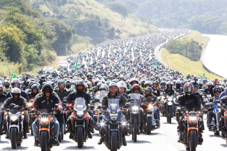 Motociata em SP leva grande número de apoiadores de Bolsonaro às ruas