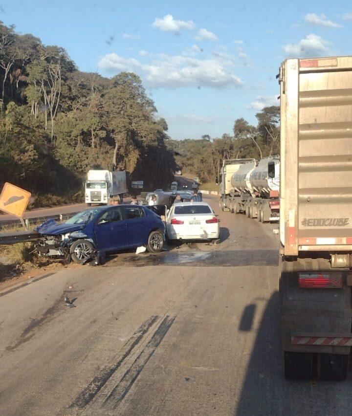 Acidente próximo ao trevo de Barão de Cocais deixa trânsito lento na BR-381
