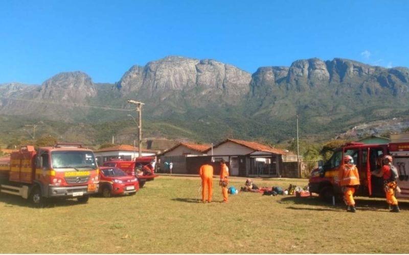 Escaladores ficam presos em pico de Catas Altas e são resgatados pelos bombeiros