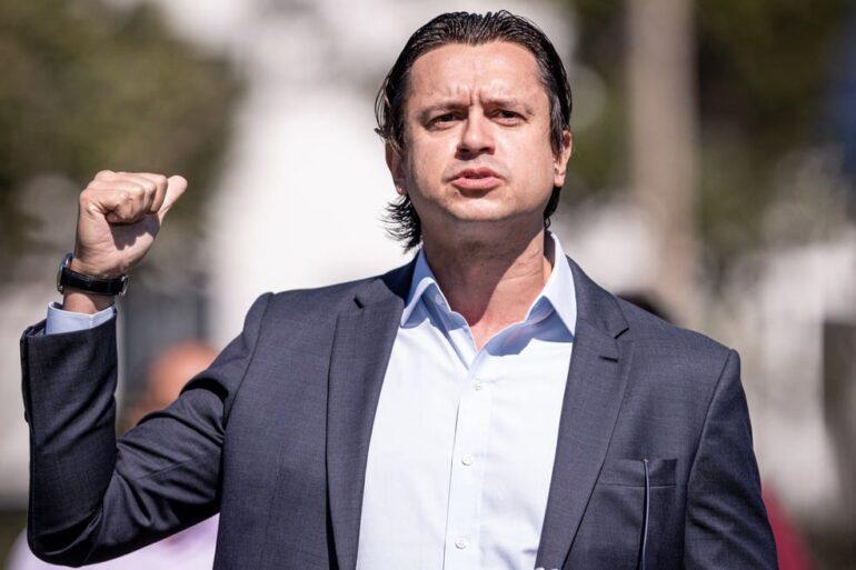 Sob muita pressão, presidente do Cruzeiro se pronuncia nas redes sociais