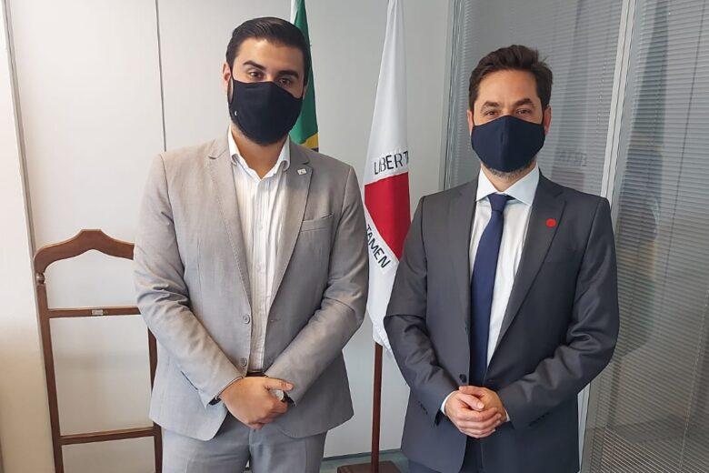 Deputado Bernardo Mucida convida Romeu Zema para visitar Itabira e região