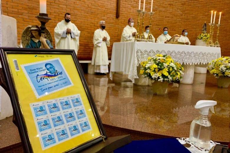 Selo postal é lançado em homenagem ao centenário de Dom Mário Gurgel