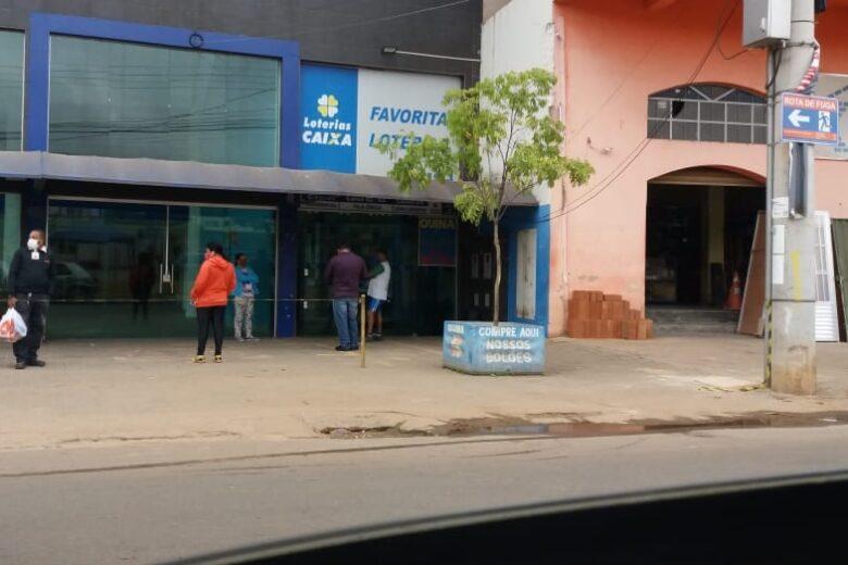 Lotérica tem parede quebrada e dinheiro do cofre furtado em Itabira