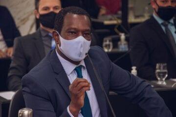 Vereador Júlio do Combem denuncia ataques racistas sofridos na internet
