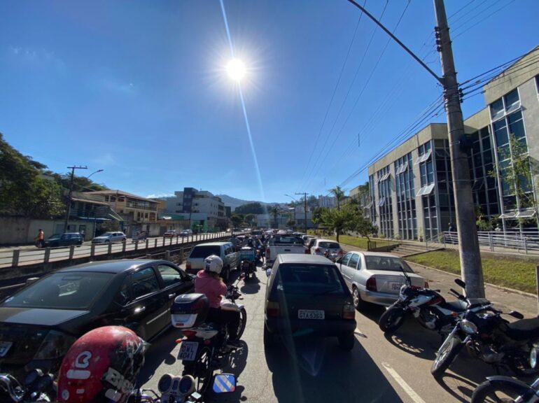 Atenção, motoristas: centro de Itabira registra trânsito caótico na tarde desta quinta