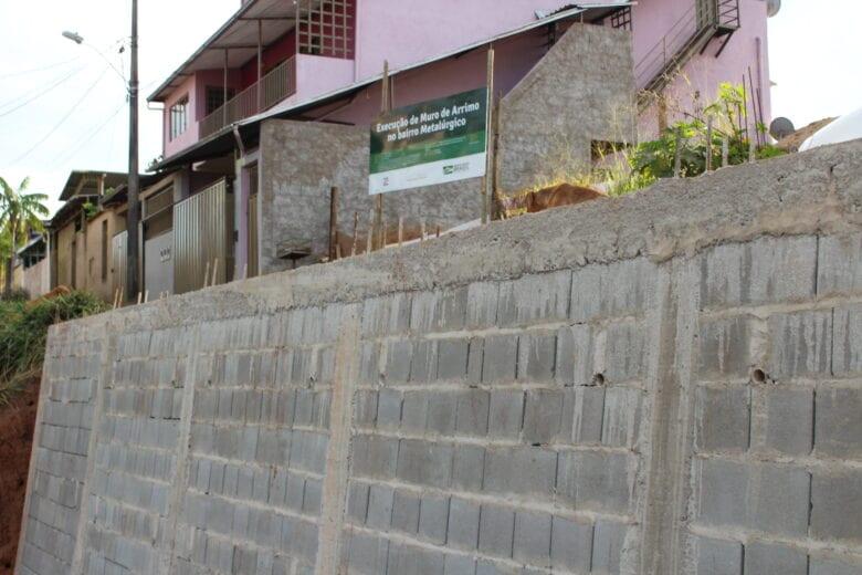 Prefeitura de Monlevade conclui muro de arrimo da rua Campos Altos