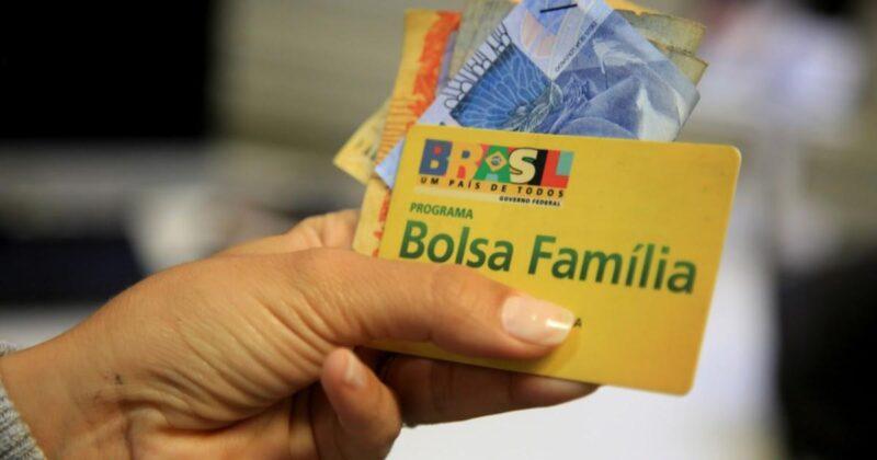 Novo bolsa família: Bolsonaro fala em R$300 depois de reformulação