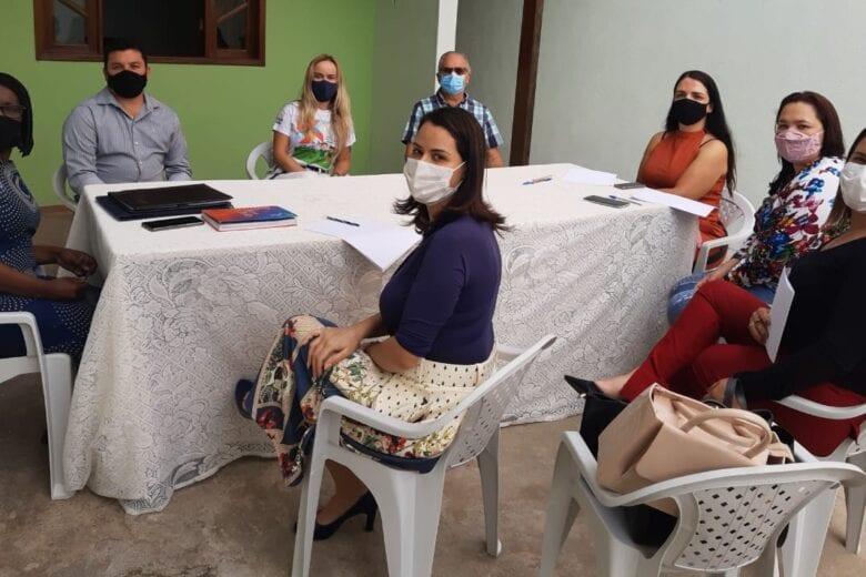 Cras de Monlevade tem novo local e recebe visita de líderes do Executivo