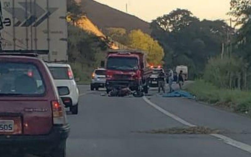 Motociclista morre em colisão frontal com caminhão na BR-381