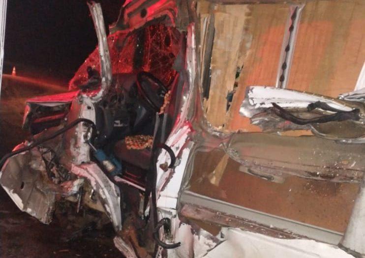 Motorista fica ferido em acidente durante a madrugada na BR-381