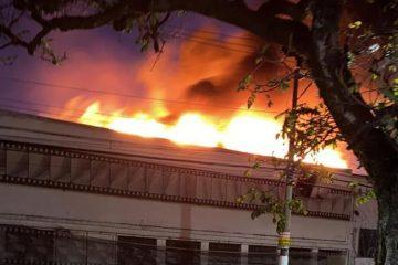 Incêndio de grandes proporções atinge a Cinemateca, em São Paulo
