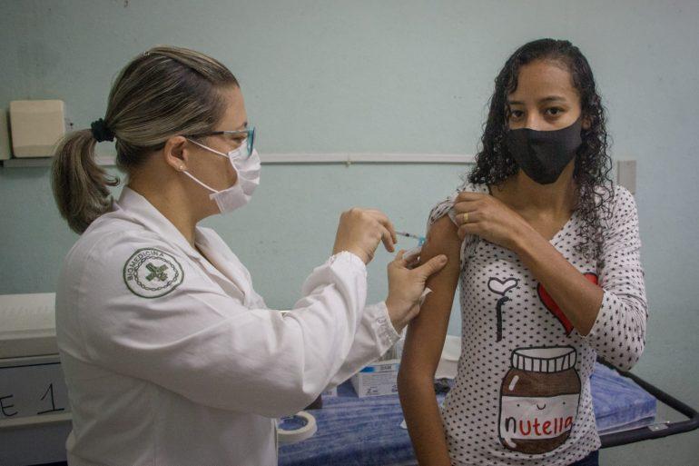 Ipatinga realiza mutirão de vacina com presença de público jovem
