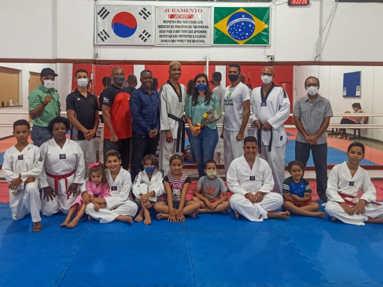 Representantes do Taekwondo itabirano se encontram com secretária de esportes