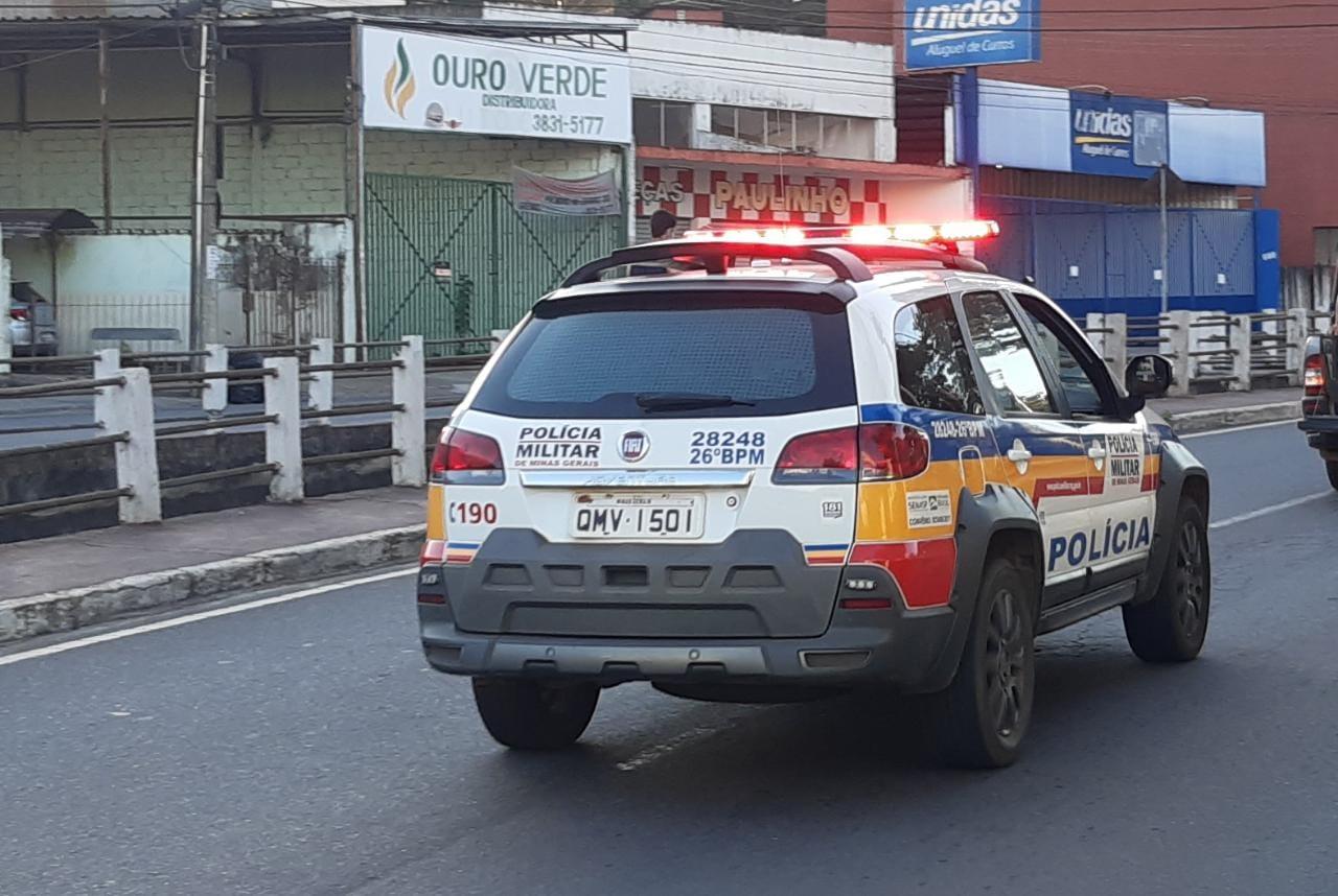 """Bandidos levam R$ 35 mil durante """"saidinha de banco"""" em Itabira"""