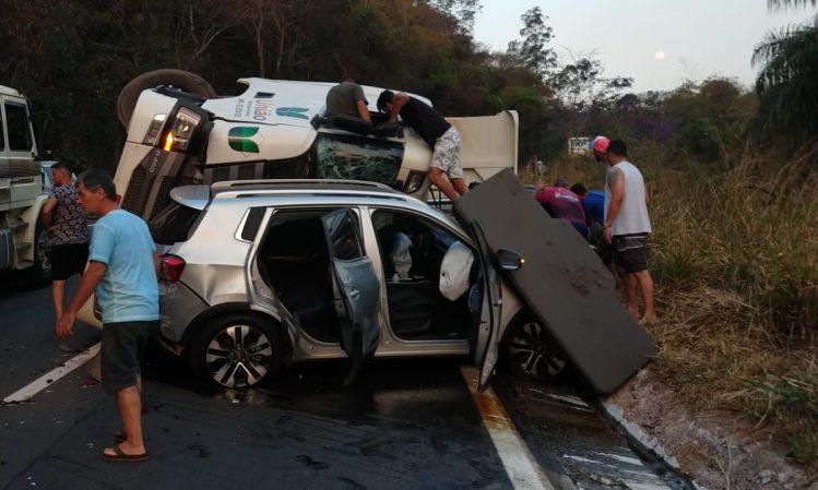 Acidente deixou oito pessoas feridas na BR-381, em São Gonçalo