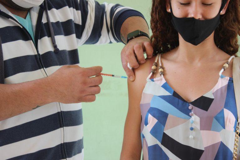 Nova Era inicia vacinação contra a Covid-19 em adolescentes acima dos 16 anos