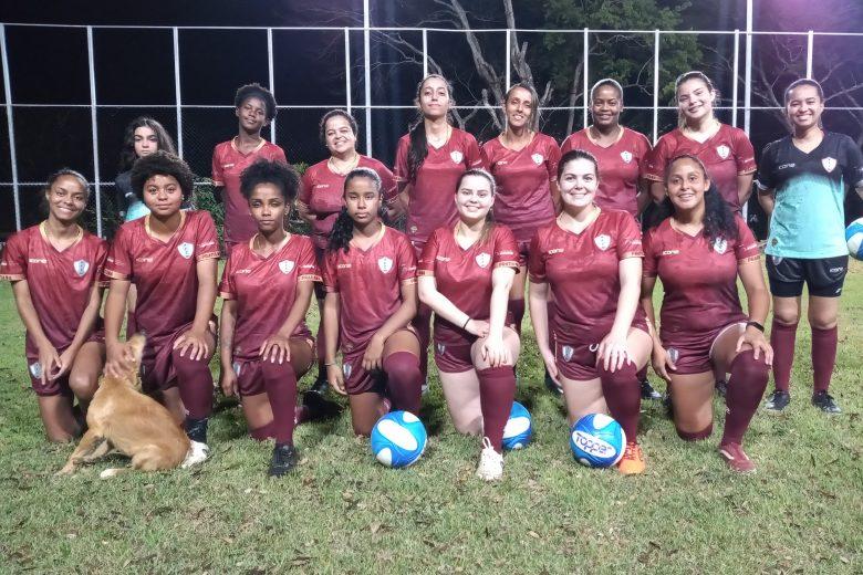 """Projeto social """"FoFa"""" incentiva futebol feminino em São Domingos do Prata; conheça"""